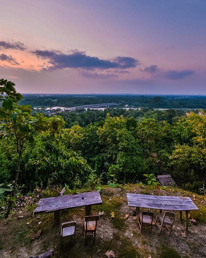Pemandangan Dari Ketinggian Watu Lumbung photo via https://www.instagram.com/p/BGeihGoFslq/