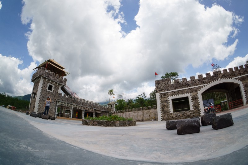 Daya Tarik Wisata The LOST WORLD CASTLE of CANGKRINGAN