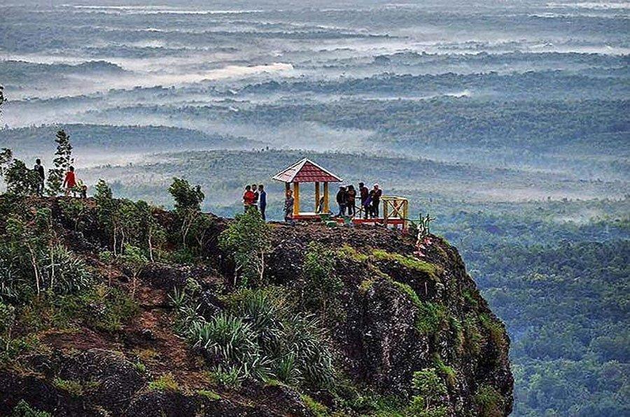 Puncak 4G Gunung Gentong di Gunung Kidul