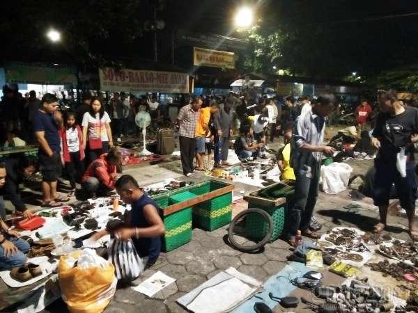 Pasar Senthir: Siap-siap Bawa Senter Kalau Belanja
