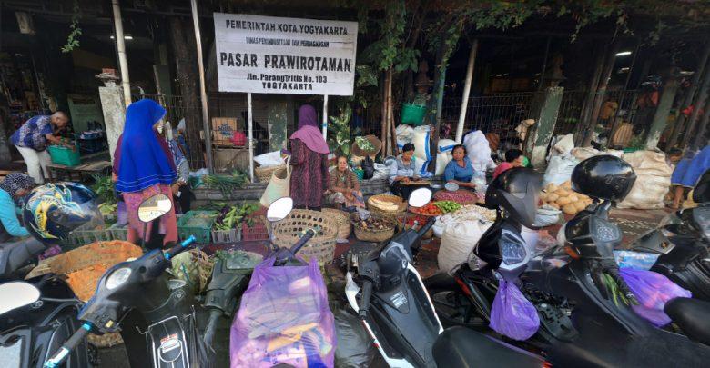 Pasar di Jalan Parangtritis